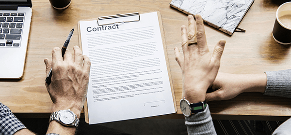 Contractor negotiating a contract with an engaging company